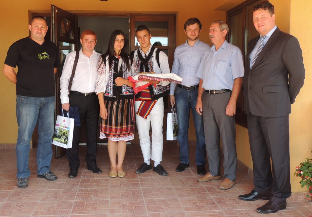 Bridges over Prut, twinning between Miroslava and Carpineni