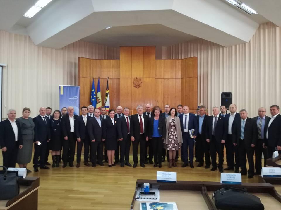 """<a class=""""amazingslider-posttitle-link"""" href=""""http://www.euroregiune.org/17-noiembrie-leova-consiliul-raional-forumul-euroregiunii-siret-prut-nistru-si-adunarea-generala-a-asociatiei-euroregiunea-siret-prut-nistru/"""" target=""""_self"""">17 noiembrie, Leova, Consiliul Raional - Forumul Euroregiunii Siret-Prut-Nistru și Adunarea Generală a Asociației Euroregiunea Siret-Prut-Nistru</a>"""