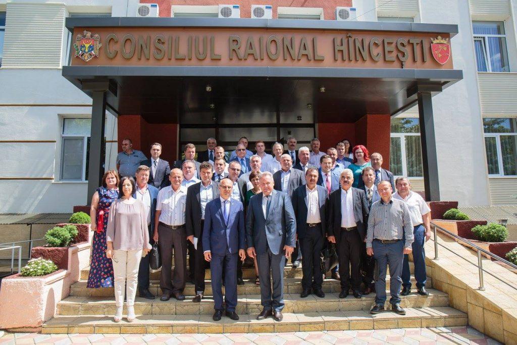 14 iulie, municipiul Hîncești – semnare acorduri de cooperare (înfrățire) între 12 primării din raionul Hîncești, Republica Moldova și 12 primării din județul Iași, România